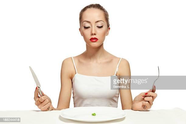 Faim jeune femme sur un régime