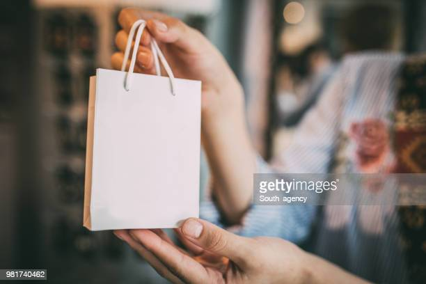 woman holding gift bag - jewelry store stock pictures, royalty-free photos & images