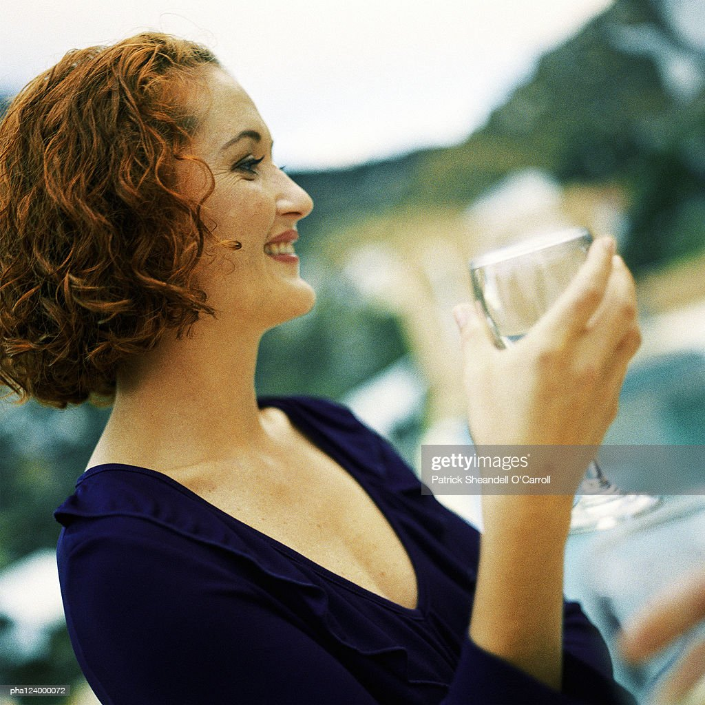 Woman holding glass, side view : Stockfoto