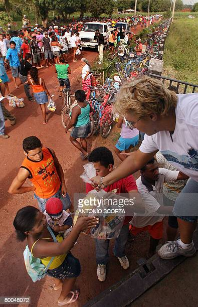 A woman holding her son receives a basket of basic food at the entrance of the farm of Tailandia's mayor on February 28 2008 in Tailandia in the...