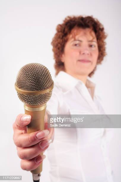 woman holding microphone - american tv presenters stock pictures, royalty-free photos & images