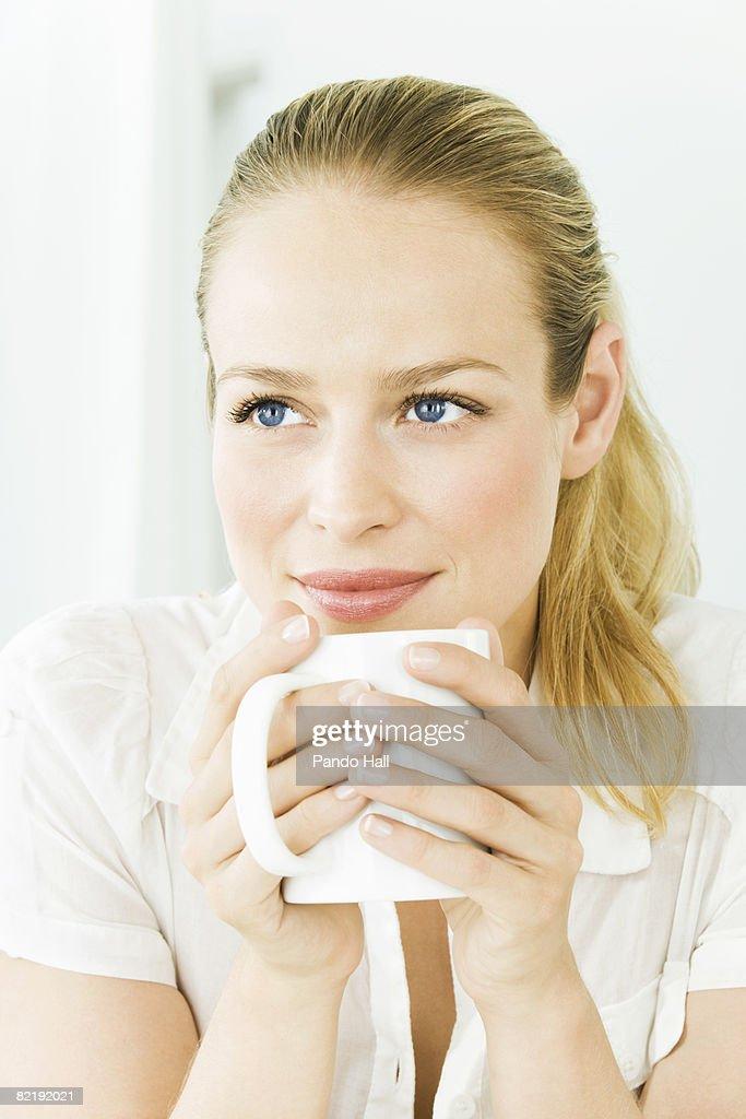 Woman holding mug, portrait : Stock Photo