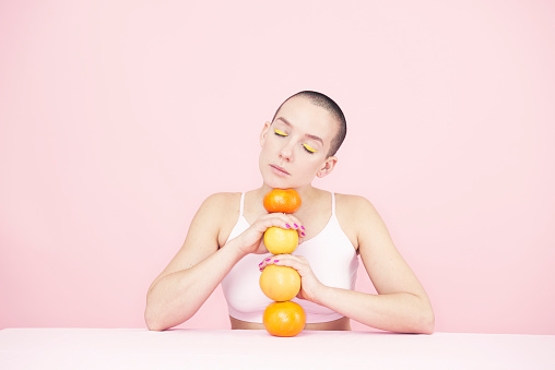 woman holding oranges - gettyimageskorea