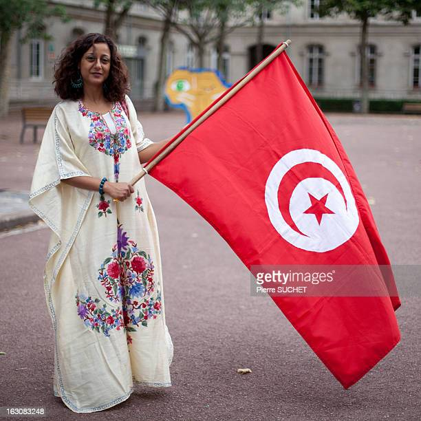 CONTENT] Woman holding tunisian flag in Lyon a few months after tunisian revolution