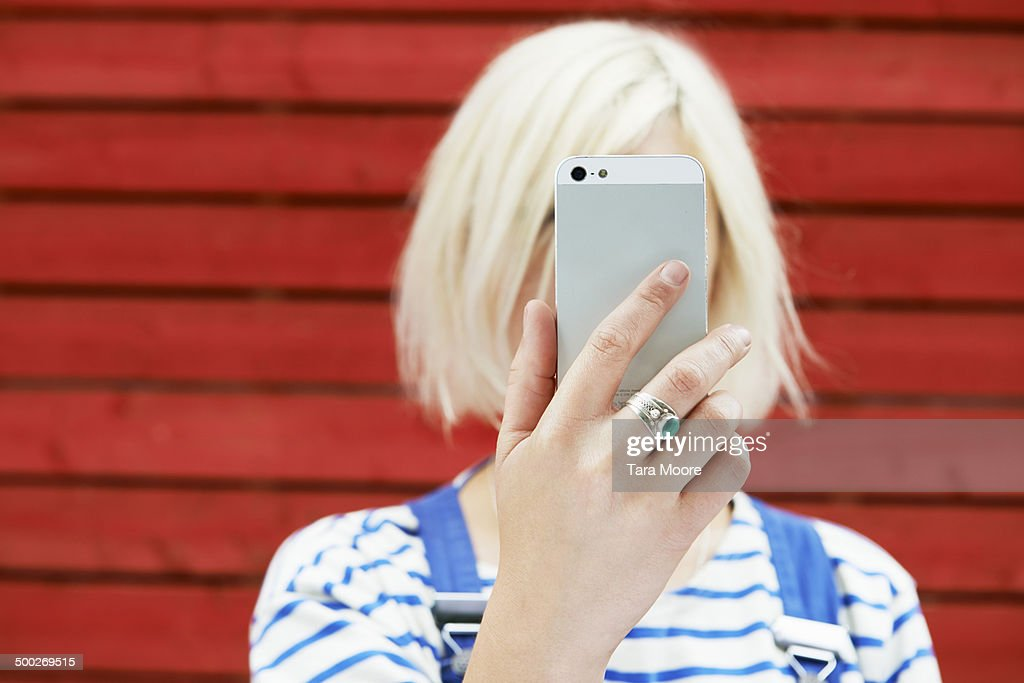 woman holding up mobile for selfie : Stock Photo
