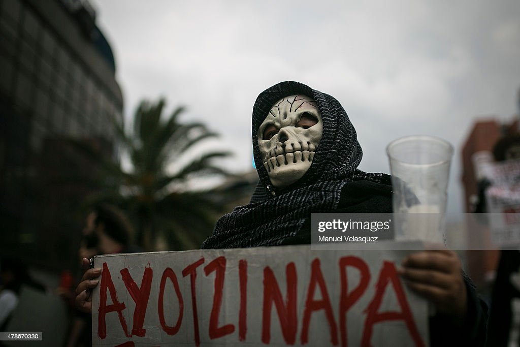 People Protest for Ayotzinapa : News Photo