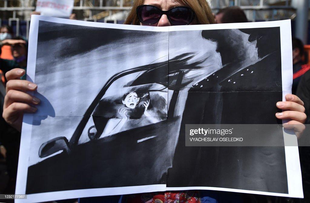 KYRGYZSTAN-RALLY-CRIME-MARRIAGE-PROTEST : News Photo