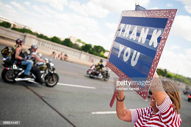 "Woman holds a ""thank you"" sign as riders enter Washington, DC during Rolling Thunder 2014."