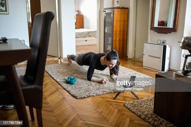 woman home exercising - vita attiva foto e immagini stock