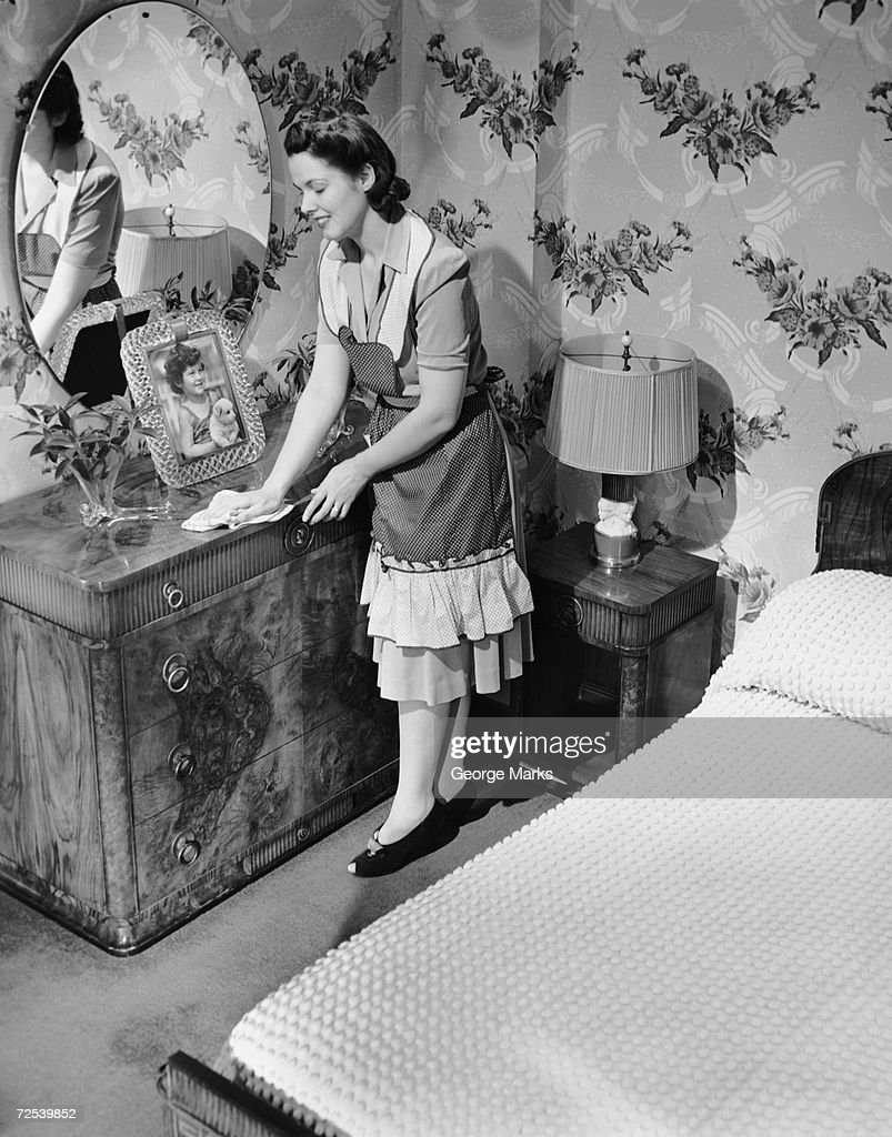 Woman house cleaning in bedroom : News Photo