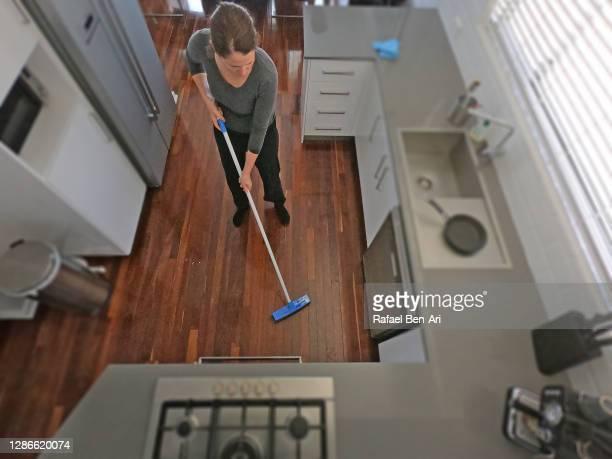 woman housewife brooming home kitchen - rafael ben ari - fotografias e filmes do acervo