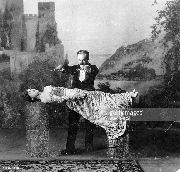 Woman hovering under the hypnosis of American magician Carl Hertz