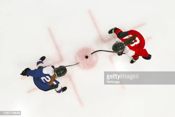 woman ice hockey team on the ice - ice hockey stock pictures, royalty-free photos & images
