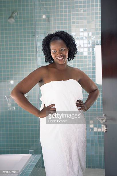 woman in a bathroom - fat women in bath stock pictures, royalty-free photos & images