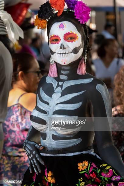 Femme en Costume remarquable au Día de los Muertos Festival à Oaxaca