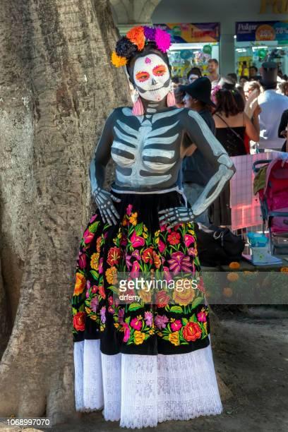 Femme dans un Costume extraordinaire au Día de los Muertos Festival à Oaxaca