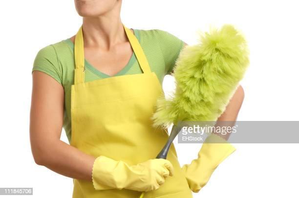 Mulher no Avental com luvas de borracha e Pano de pó
