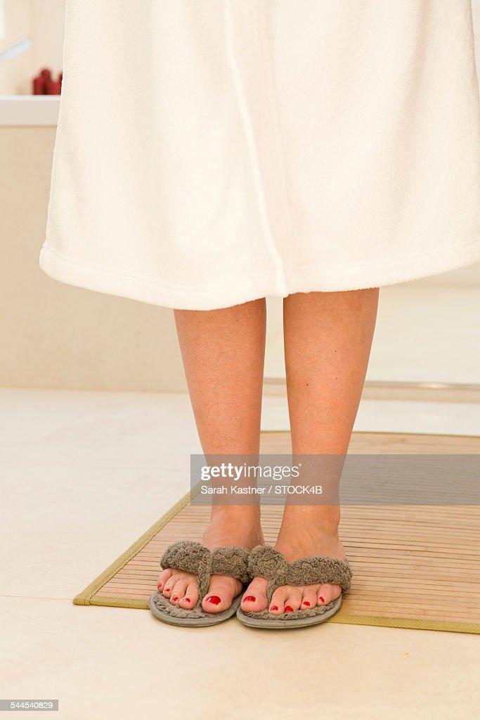 Woman in bathrobe wearing thongs : Photo