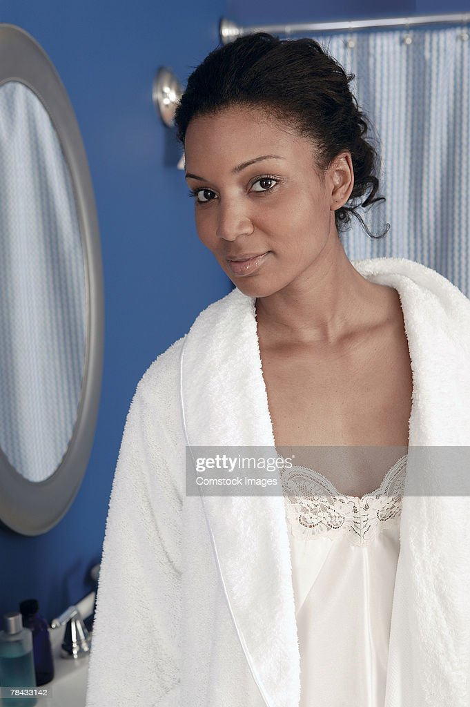 Woman in bathroom : Stockfoto