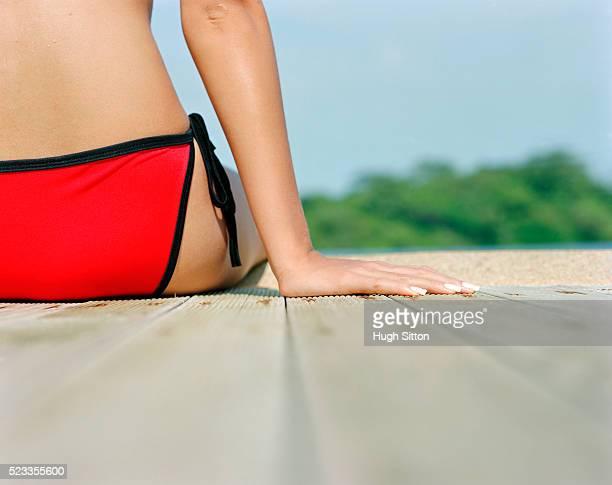 woman in bikini sitting by pool, thailand - hugh sitton fotografías e imágenes de stock
