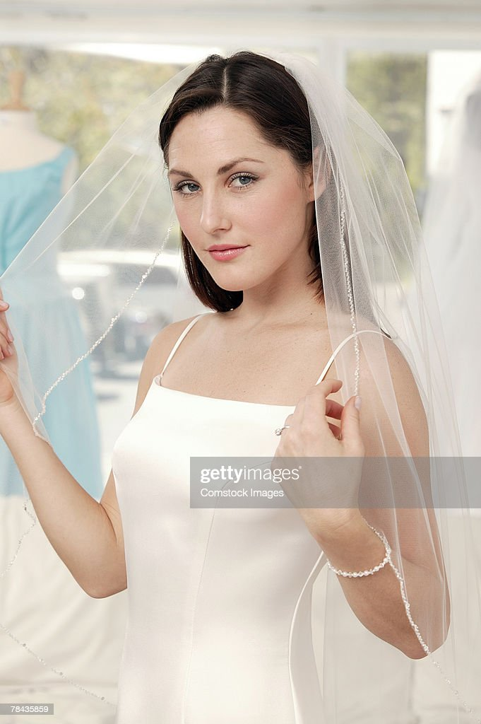 Woman in bridal gown : Stockfoto