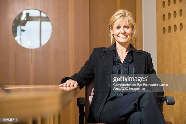 """woman in business suit sitting in a chair - """"compassionate eye"""" - fotografias e filmes do acervo"""