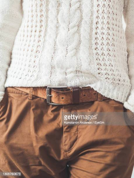 woman in cable-knit sweater with pattern and brown chinos trousers with leather belt.casual clothes. - 縄編み ストックフォトと画像