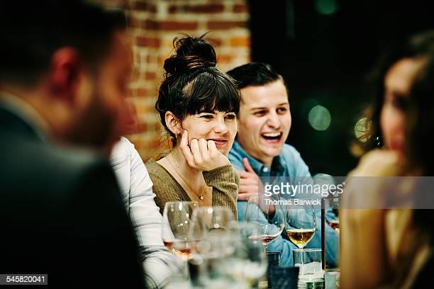 woman in conversation with friends during dinner - invité photos et images de collection