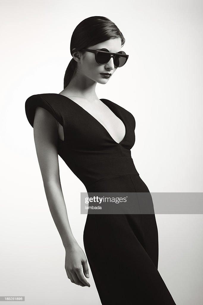 Femme à la mode des vêtements