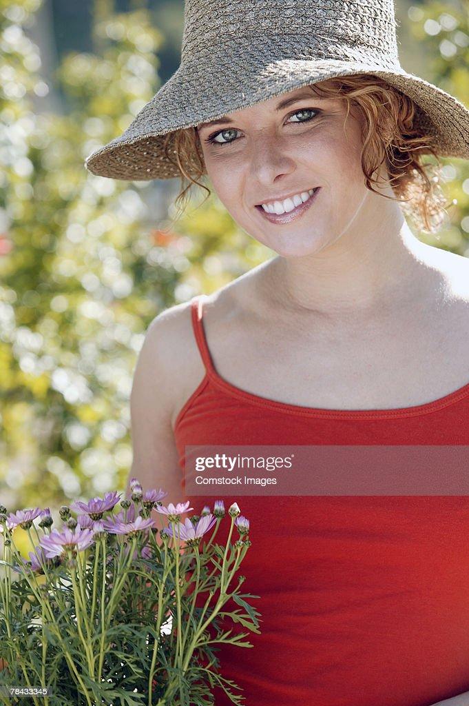 Woman in garden : Stockfoto