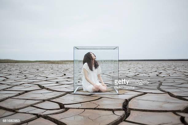 woman in glass cube - atrapado conceptos fotografías e imágenes de stock