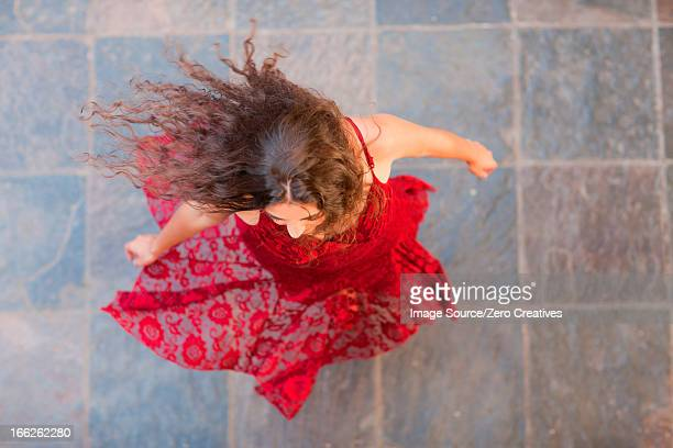 woman in gown spinning outdoors - robe photos et images de collection