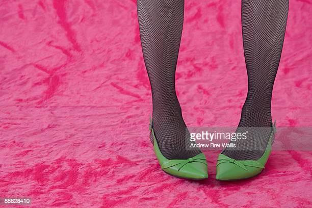 woman in green shoes - nylon feet stockfoto's en -beelden