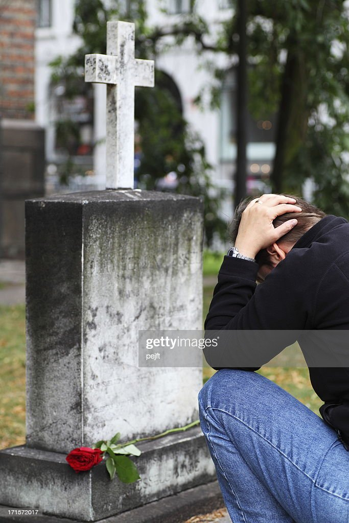 Woman in grief at grave : Stock Photo