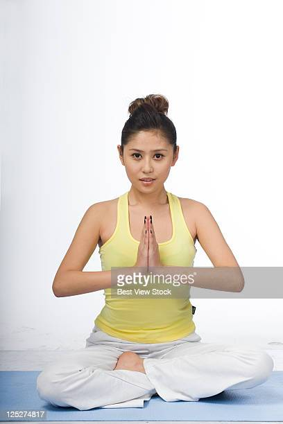 woman in gyms - cross legged stock pictures, royalty-free photos & images