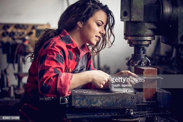Frau in ihren workshop