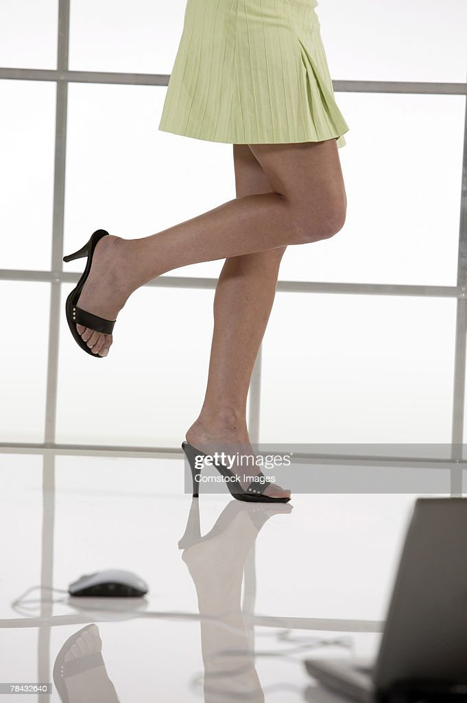 Woman in high heels and laptop computer : Stockfoto