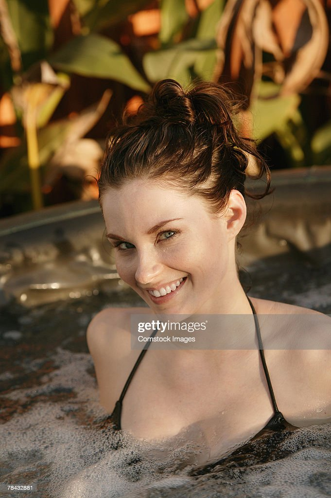 Woman in hot tub : Stockfoto