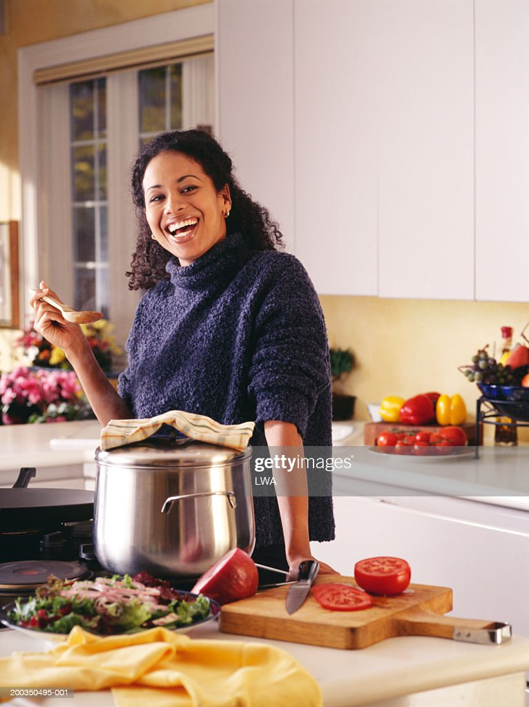 woman in kitchen smiling ストックフォト getty images