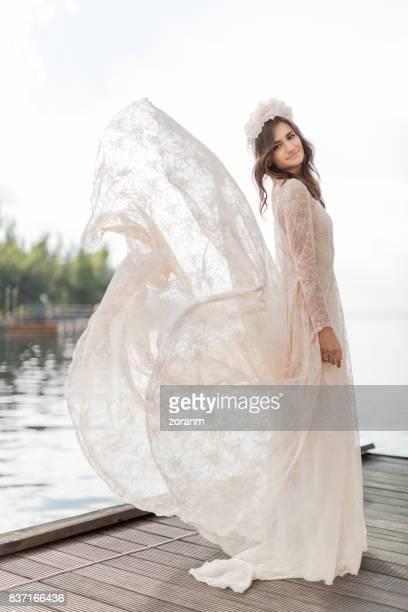 Frau in lace dress