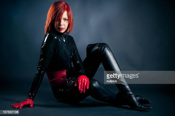 Frau in latex catsuit