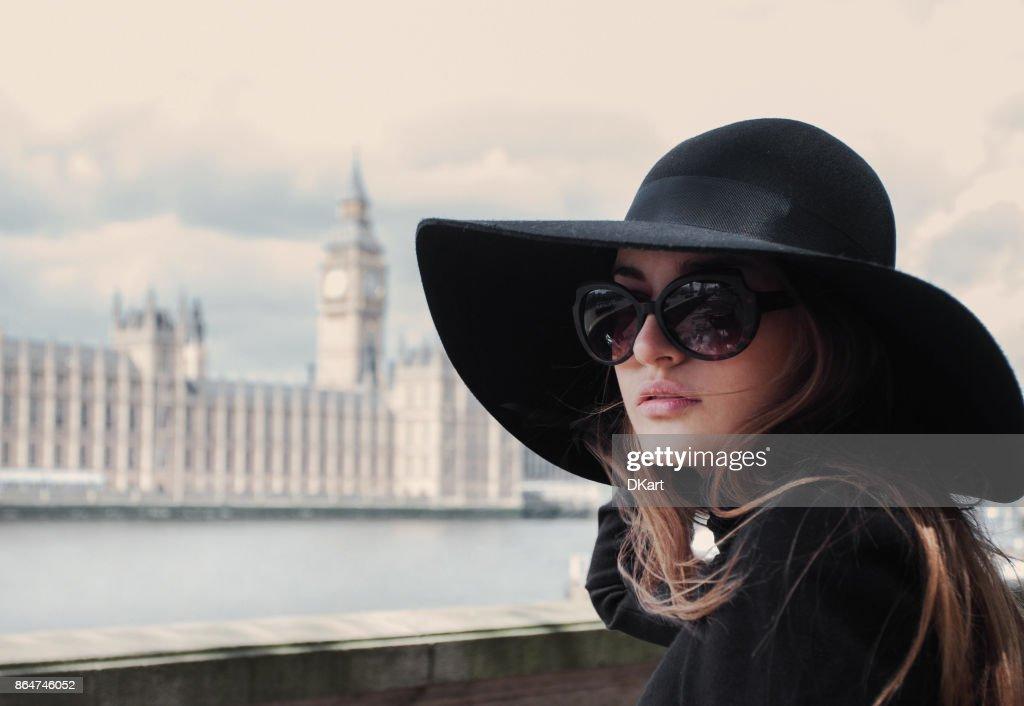 Frau in London : Stock-Foto