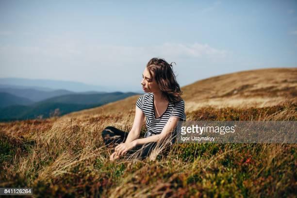 woman in mountains - 心の平穏 ストックフォトと画像