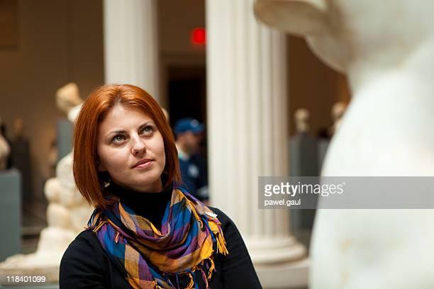 女性の博物館である美術像