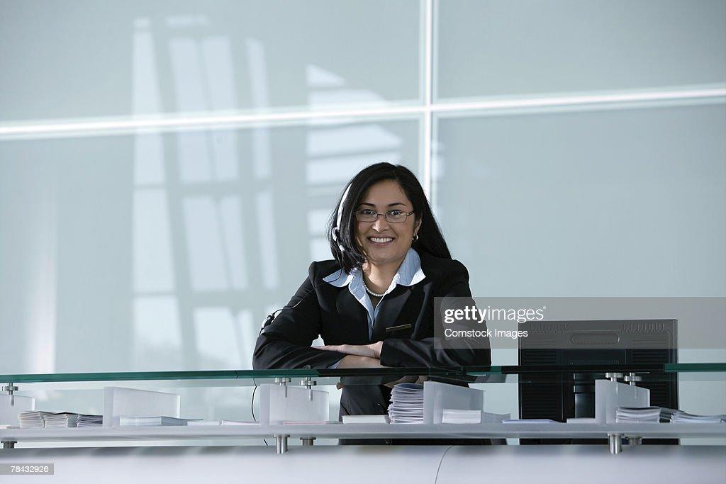 Woman in office : Stockfoto