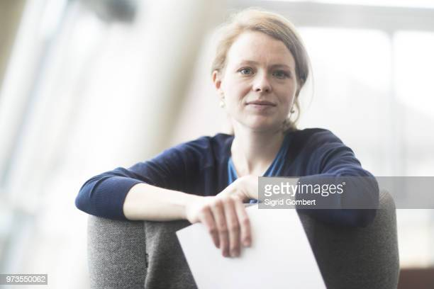 woman in office - sigrid gombert stock pictures, royalty-free photos & images