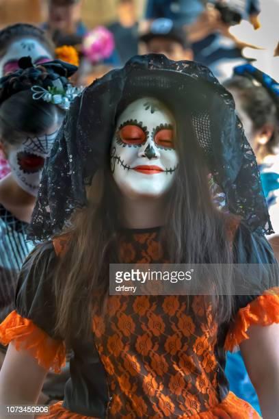 Femme en Orange sur le Día de los Muertos, Oaxaca