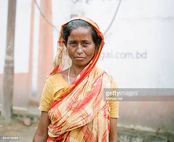 woman in sari - bangladeshi culture stock pictures, royalty-free photos & images