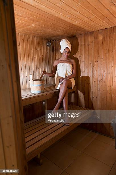woman in sauna - black woman in sauna stock pictures, royalty-free photos & images