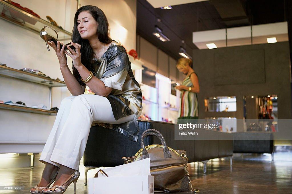 Woman in shoe store : Stock-Foto